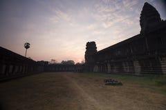 吴哥窟早晨,柬埔寨的太阳上升 免版税图库摄影