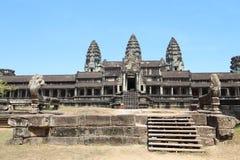 吴哥窟早晨,柬埔寨的太阳上升 免版税库存图片
