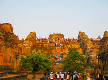 吴哥窟,柬埔寨- 2011年2月17日:美好的橙色日出 库存照片