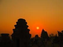 吴哥窟,柬埔寨- 2011年2月17日:美好的橙色日出 免版税库存图片