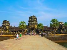 吴哥窟,柬埔寨- 2011年2月17日:吴哥窟寺庙,暹粒市,柬埔寨 免版税库存照片