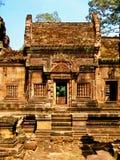 吴哥窟- Banteay Srei寺庙建筑学 免版税库存图片
