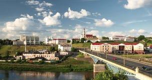 哥罗德诺,比拉罗斯 横跨尼曼河、哥罗德诺地方戏曲剧院、圣法兰西斯泽维尔大教堂和Bernardine的桥梁 股票视频