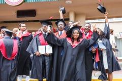 哥罗德诺,白俄罗斯- 2018年6月:愉快的外国方形的学术毕业盖帽和黑雨衣的非洲人医科学生在期间 免版税图库摄影