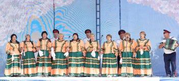 哥萨克唱诗班的表现在三位一体节日的 图库摄影