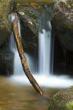 哥顿秋天地区柔滑的水,白色山,新罕布什尔 免版税库存图片