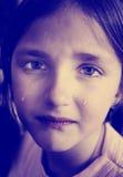 哭泣与泪花的小女孩Instagram滚动下来面颊 免版税库存照片