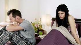 哭泣在与女朋友的战斗以后的哀伤的人 股票录像