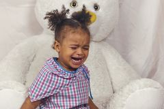 哭泣的女孩少许 免版税库存照片