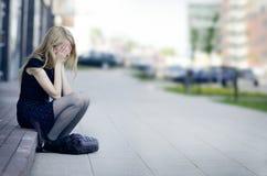 哭泣的女孩悲伤 免版税库存图片