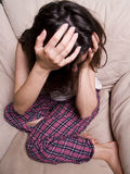 哭泣的女性青少年 免版税库存照片