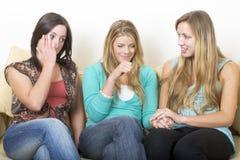 哭泣的女朋友笑 免版税库存图片