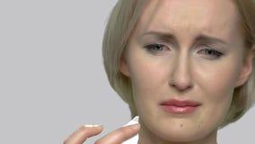 哭泣的妇女的接近的面孔 影视素材