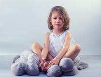 哭泣的小女孩 免版税库存图片