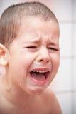 哭泣的男孩 库存照片