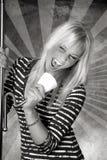 哭泣的迪斯科女孩唱歌 免版税库存图片