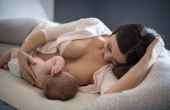 哺乳的时间是接合时间 图库摄影