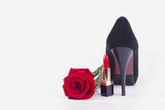 唇膏、鞋子和玫瑰 免版税图库摄影