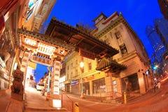 唐人街弗朗西斯科门晚上圣 免版税库存照片