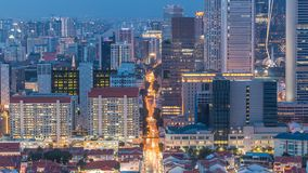 唐人街新加坡天鸟瞰图和Downotwn对夜timelapse的 股票视频