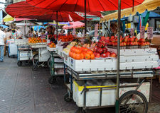 唐人街街道食物市场在曼谷,泰国 库存图片