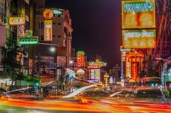 唐人街,曼谷,泰国- 2015年11月14日:汽车和商店Y的 免版税库存照片