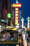 唐人街,曼谷,泰国- 05/05/18 :Tuk停放的tuk出租汽车  免版税库存图片