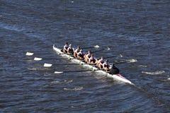 唐博斯科预习功课乘员组在查尔斯赛船会人` s青年时期Eights头赛跑  图库摄影