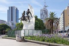 唐吉诃德和埃维塔庇隆雕象在布宜诺斯艾利斯,阿根廷 库存图片