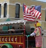 唐基尔老爷车的寺庙小丑在游行在小镇美国 库存图片