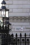 唐宁街的标志 库存图片