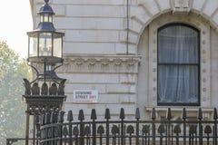 唐宁街的标志 库存照片