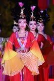 唐朝服装的舞蹈家在羡 库存照片