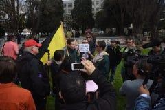 唐纳德・川普在伯克利加利福尼亚的言论自由争吵 免版税图库摄影