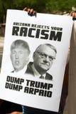 唐纳德・川普的第一次总统选举集会的抗议者在菲尼斯 免版税图库摄影