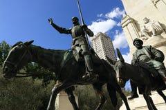 唐Quijote de la Mancha, Plaza de EspaAˆoo,现代大厦,马德里,西班牙 库存照片
