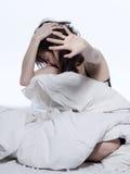 唤醒河床宿酒失眠疲乏的妇女 免版税库存照片