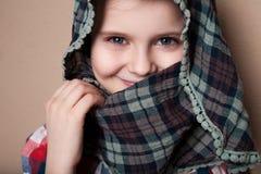 唬弄在演播室的小女孩 图库摄影