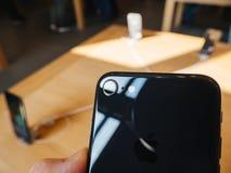 唯一照相机新的iPhone 8和iPhone 8个加号在苹果计算机商店 库存照片