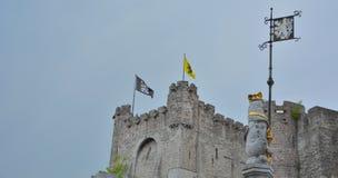 唯一生存中世纪堡垒在富兰德:城堡reflextion的Gravensteen名字在水中 库存照片