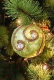 唯一秀丽绿色圈子圣诞节树装饰特写镜头  库存照片