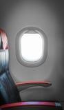 在飞机的乘客座位有在旁边窗口的。 免版税库存照片