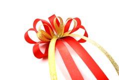 唯一红色礼物弓 在空白背景查出的丝带 图库摄影