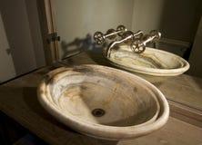 唯一陶瓷的水槽 免版税库存图片