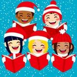 唱圣诞节颂歌的愉快的孩子 免版税库存照片