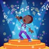 唱歌与话筒的动画片男孩 免版税库存照片