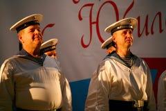 唱歌俄国士兵、歌曲的唱诗班和独奏者和列宁格勒军区的舞蹈合奏 免版税图库摄影