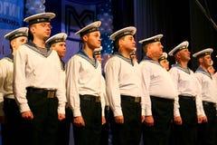 唱歌俄国士兵、歌曲的唱诗班和独奏者和列宁格勒军区的舞蹈合奏 免版税库存照片