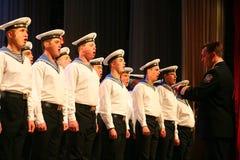 唱歌俄国士兵、歌曲的唱诗班和独奏者和列宁格勒军区的舞蹈合奏 免版税库存图片