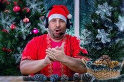 唱歌圣诞老人拍的手 库存图片